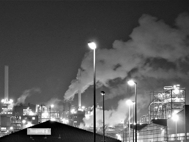 Forurensende fabrikker i sort-hvitt